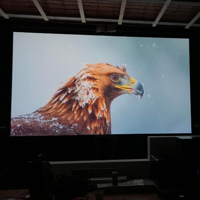imagen-proyectada-sobre-pintura-proyector-smart