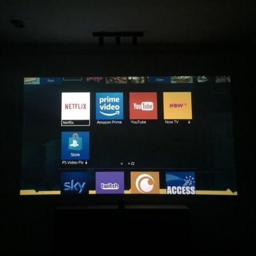pantalla-home-cinema-creada-con-pintura-proyector-contraste