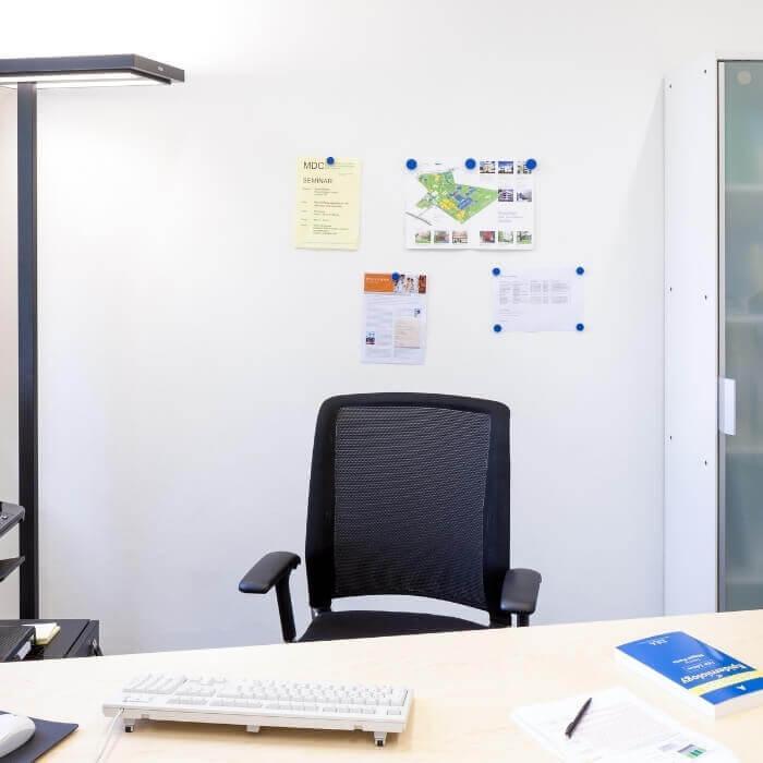 pared-de-oficina-creada-con-yeso-magnetico